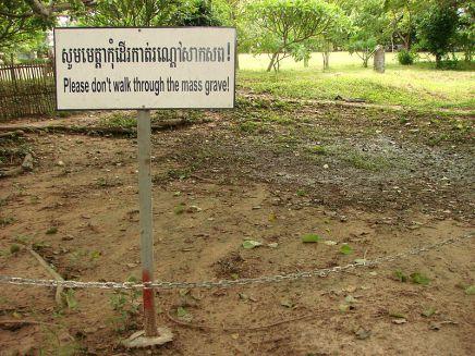 800px-Cheung_Ek_-_Killing_Fields_Site_-_Cambodia_-_03.JPG